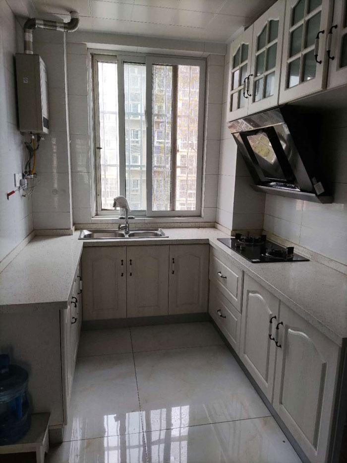 李岳小区二期电梯5楼90平两室两厅精装修家具家电齐全