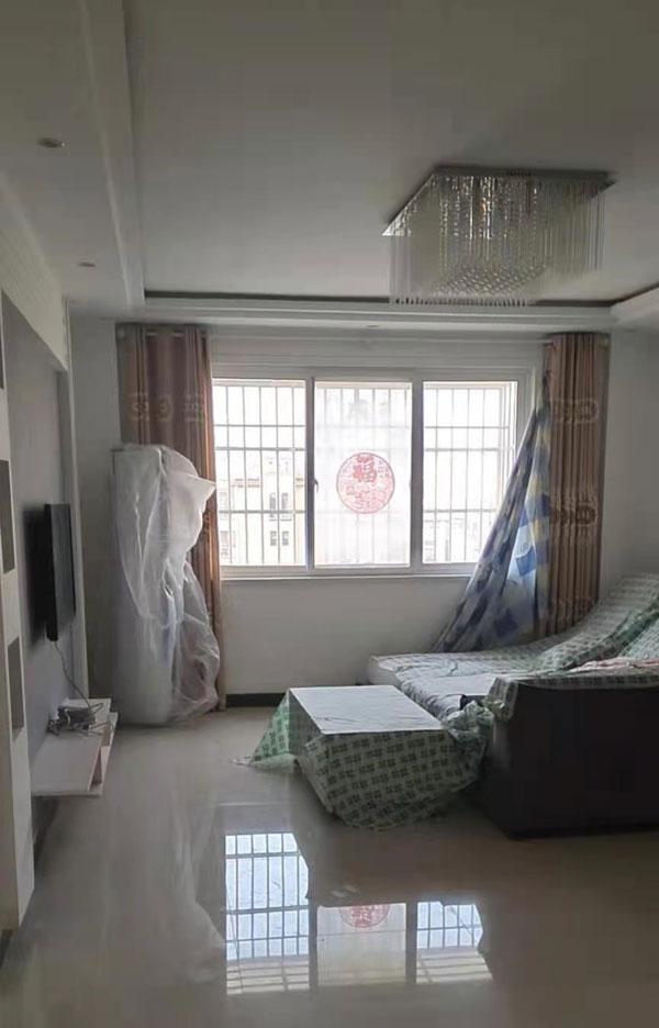 成侯花园二期,多层4楼,120平三室两厅,精装修,产证齐全,带20平储藏室。