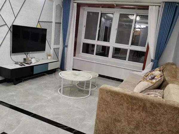 金泰名城电梯26楼120平,三室两厅,精装修,家具家电齐全。