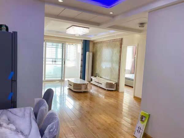 巴黎都市96平经典大两室,精装修,南北通透,产证齐全可贷款。